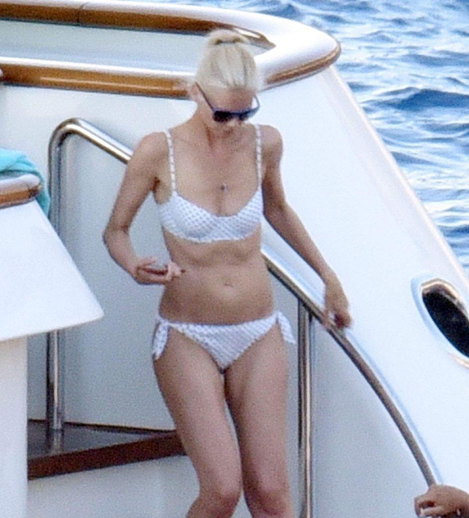 Claudia Schiffer Sexy (10 Photos)