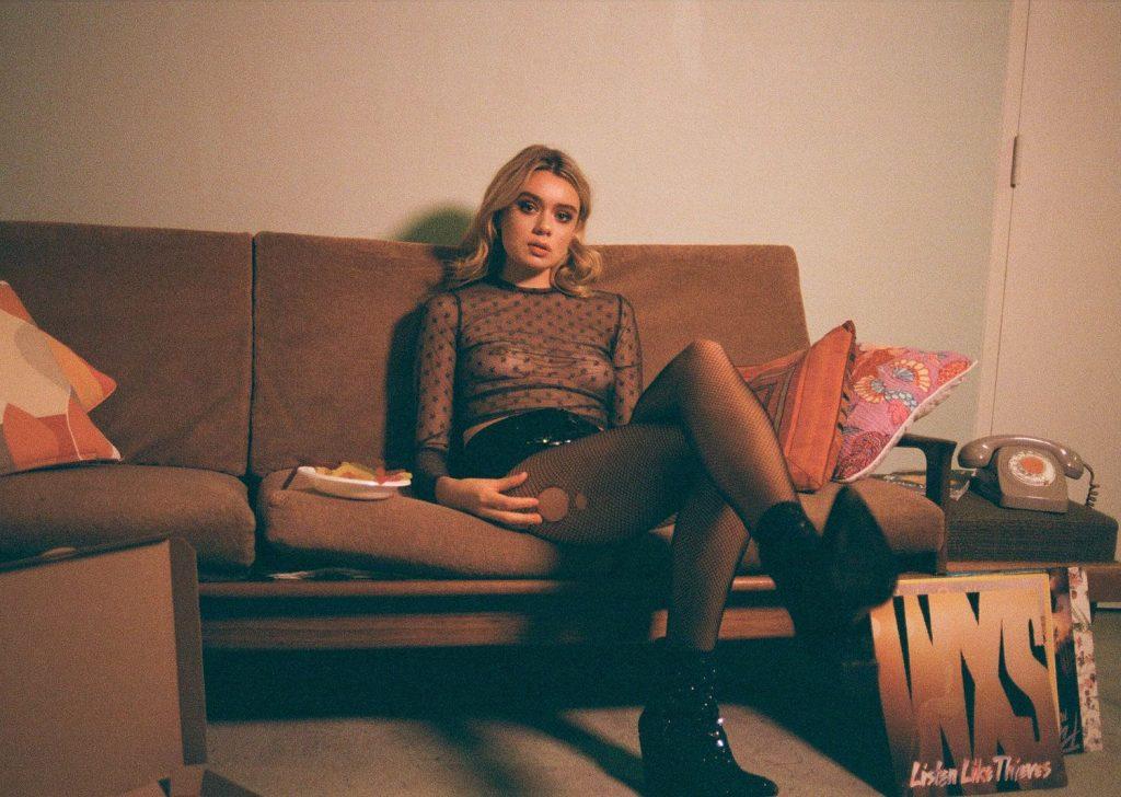Claudia Thompson Nude & Sexy (32 Photos)