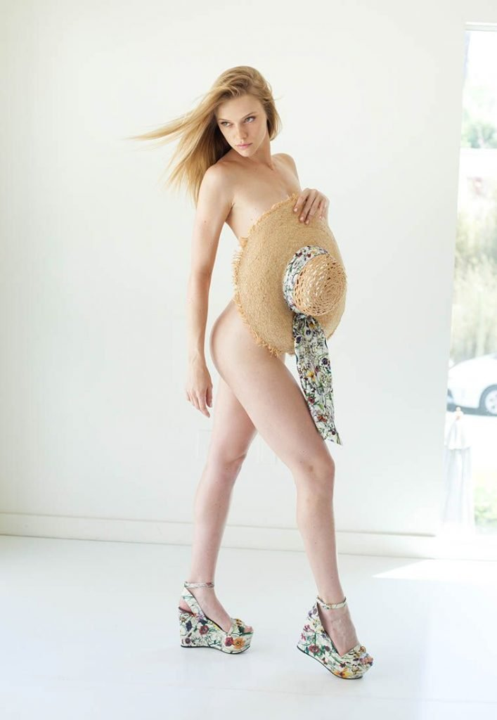 Elle Evans Nude & Sexy (100 Photos)