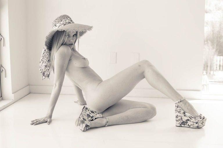 Sucking Sara Evans Nude