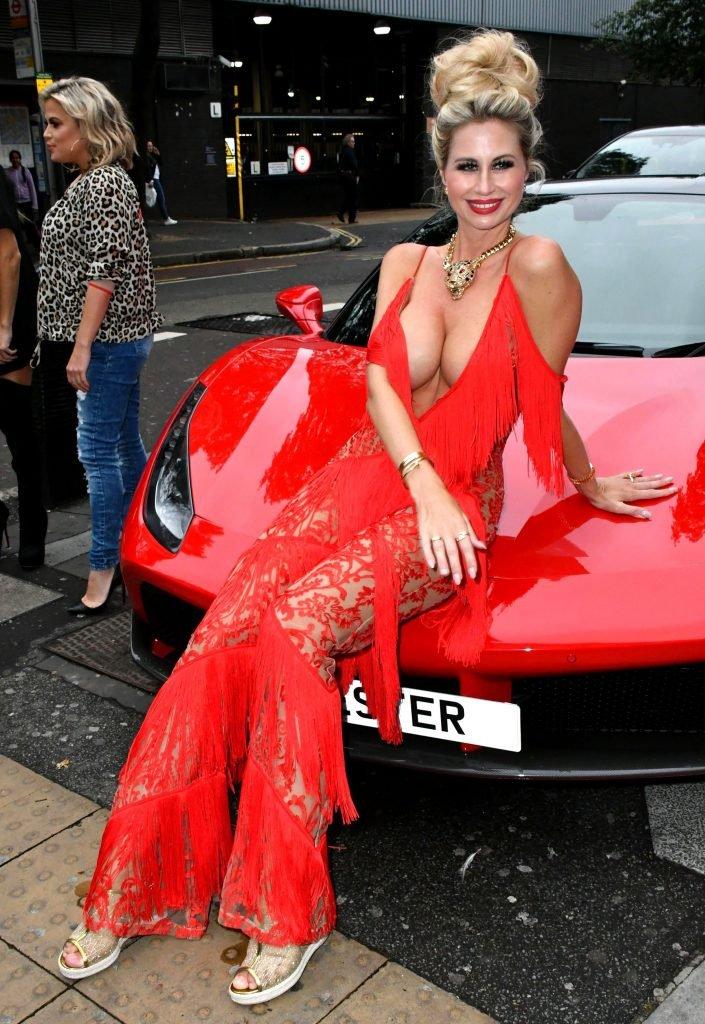 Ester Dee Nip Slip (23 Photos)