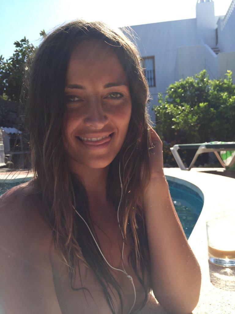 Francesca Newman-Young  nackt