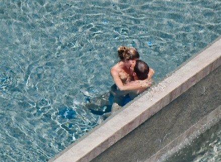 gisele bundchen topless 2 photos thefappening