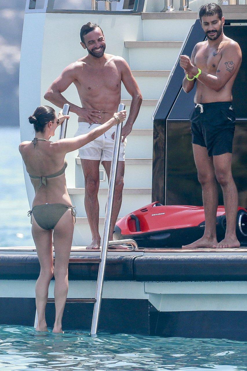 Jennifer connelly bikini pics