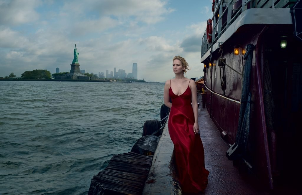 Jennifer Lawrence Sexy (4 Photos)