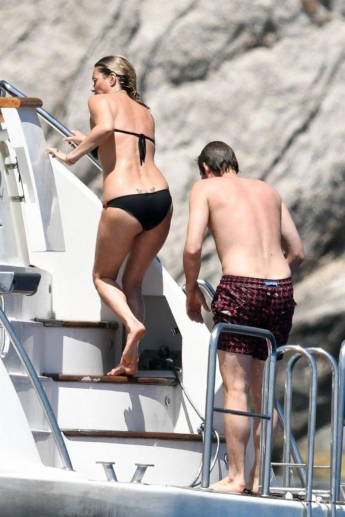 Kate Moss Sexy & Topless (19 Photos)