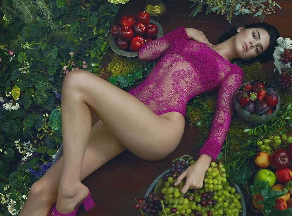 Kendall Jenner Sexy (17 Photos + Video)
