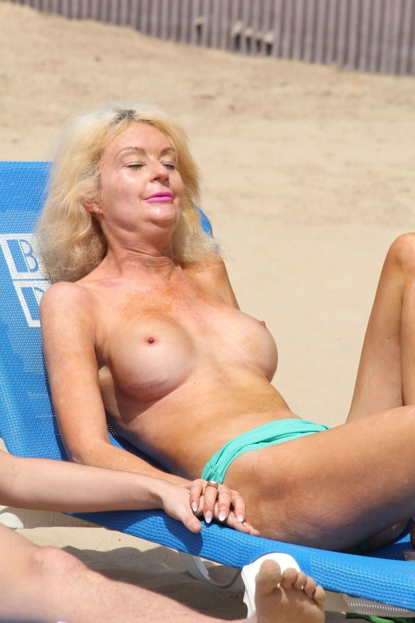 Topless Photos of Melissa Debling recommendations