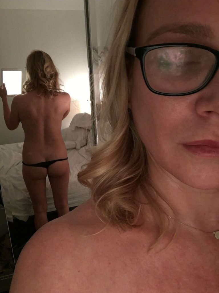 Laurie Holden Leaked (1 Photo)