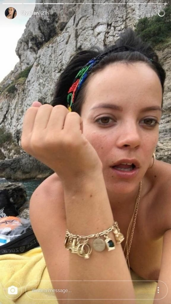 Lily Allen Topless (1 Photo)