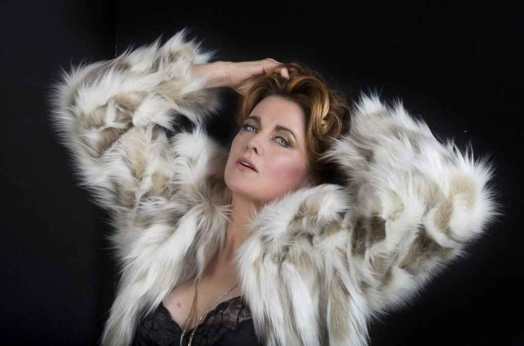 Lucy Lawless See Through (2 Photos)