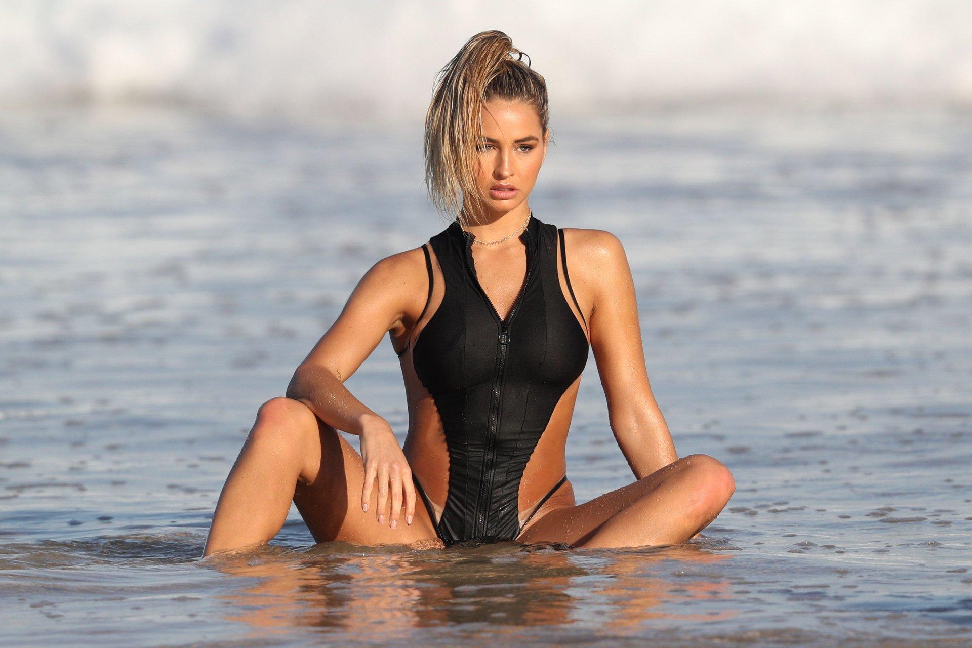 Is a cute Selfie Zora Kerova  nudes (11 pictures), Facebook, braless