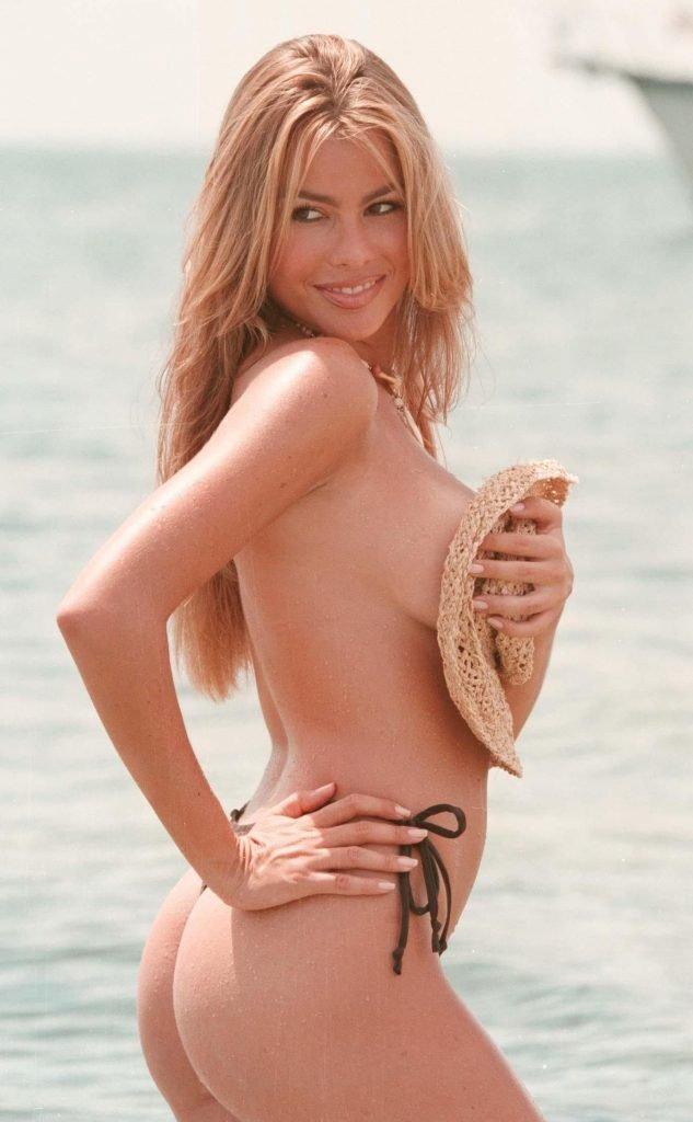Sofia Vergara Sexy & Topless (5 Photos)