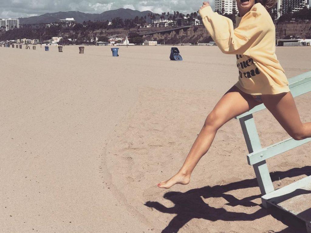 Alexandra Stan Sexy (9 Photos + Gif)