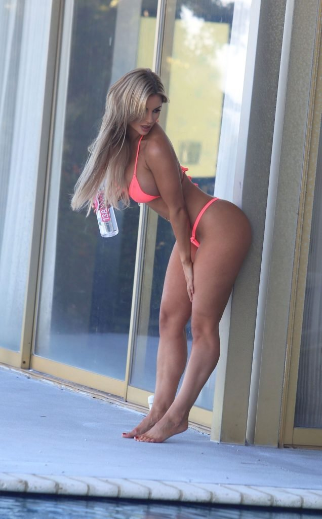 Amy Lee Summers Sexy (18 Photos)