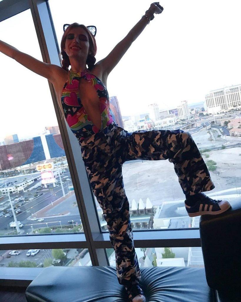 Bella Thorne Sexy (9 Pics + Gifs & Video)