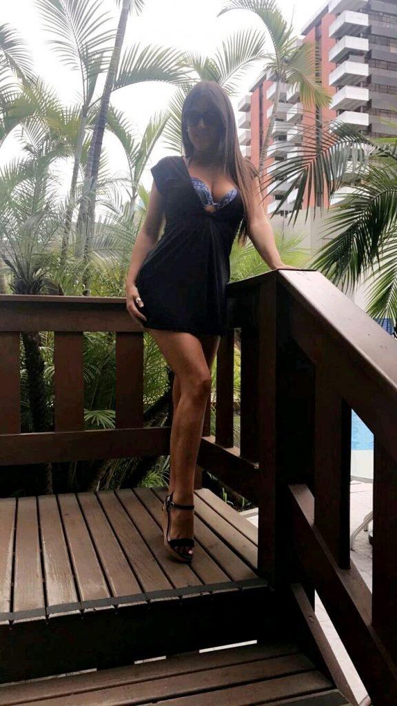 Claudia Romani Sexy (4 Photos)