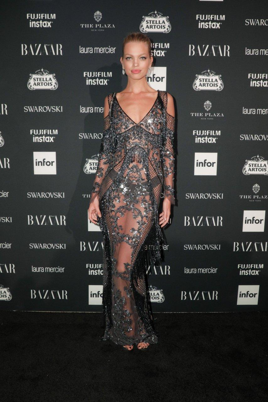 Larry Birkhead Anna Nicole Smith's Tot Arrive In USA new photo