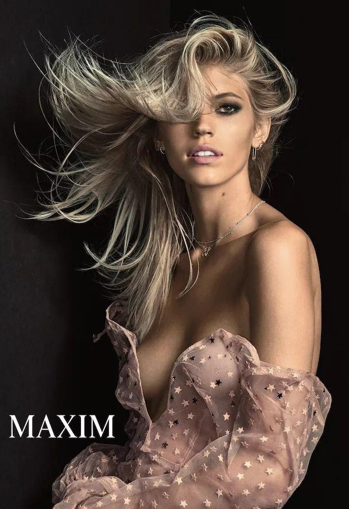 Devon Windsor Nude & Sexy (4 Photos)