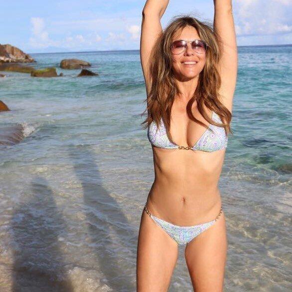 Elizabeth Hurley Sexy (14 Photos + GIF)