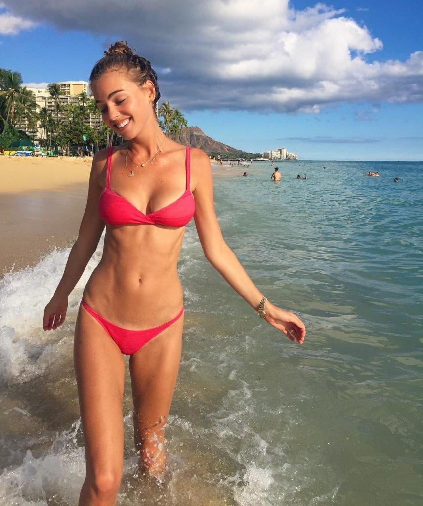 Elizabeth Turner Sexy (7 Photos)