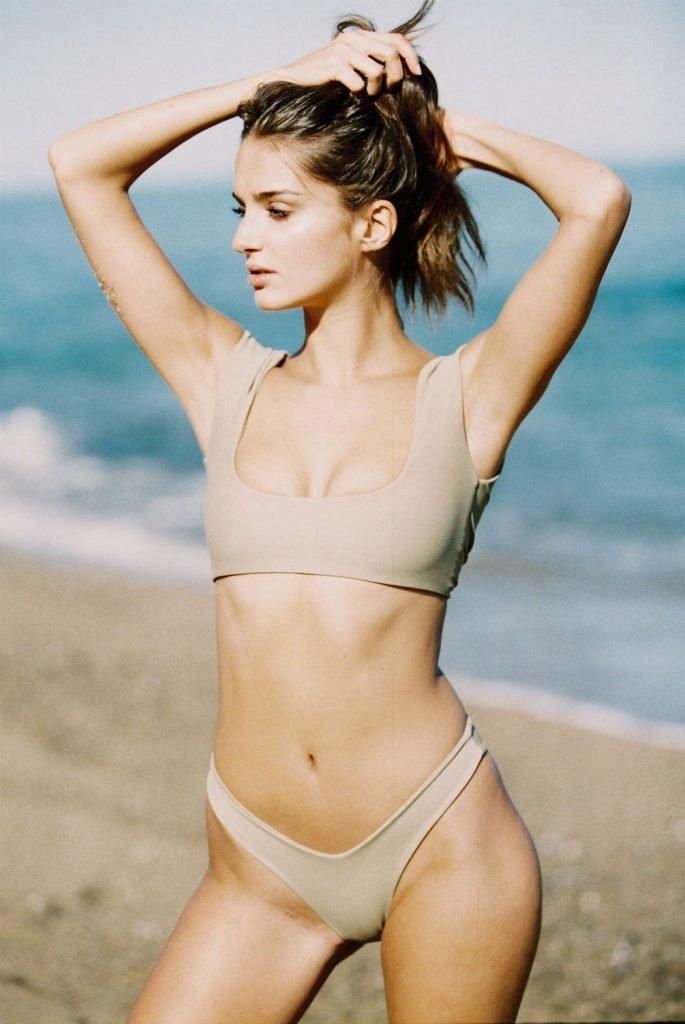 Gabrielle Caunesil Sexy (22 Photos)