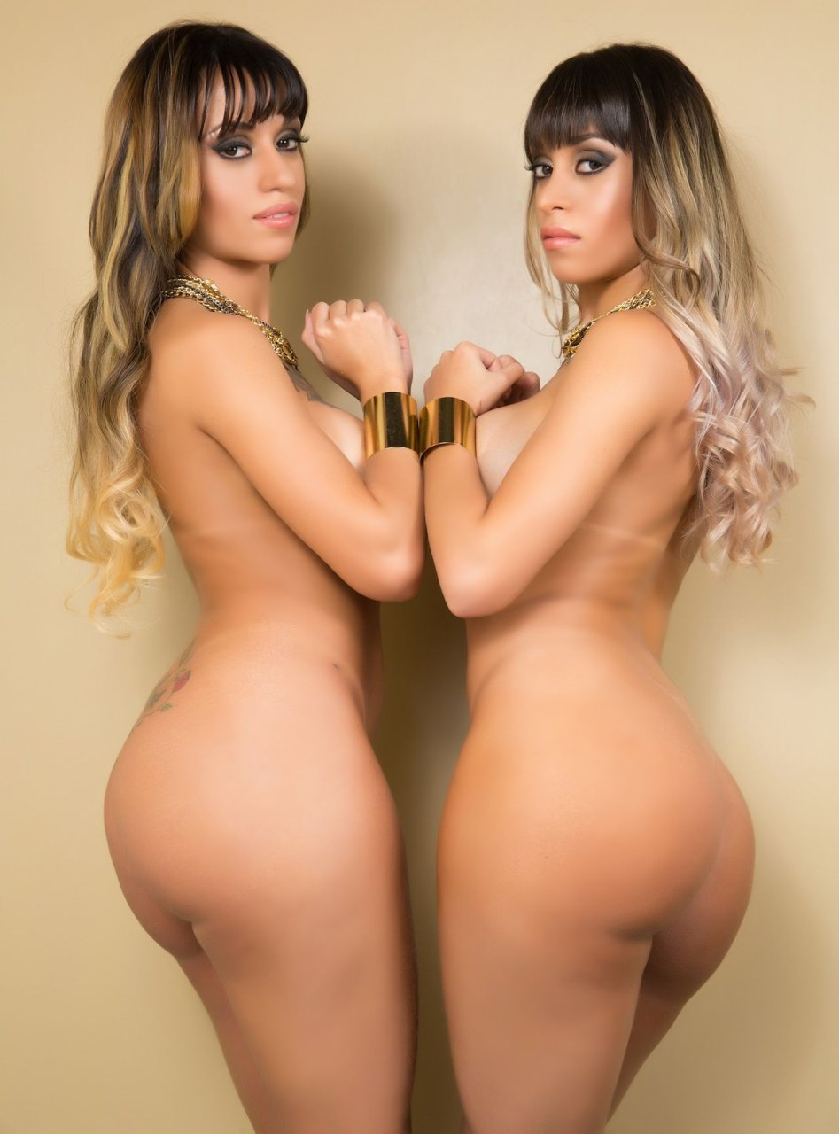 naked twin sisters kissing
