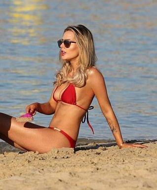 Helen Flanagan Sexy (13 Photos)