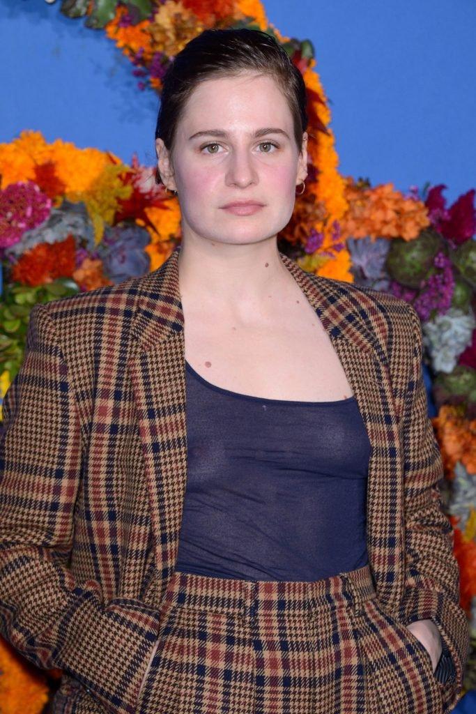 Heloise Letissier See Through (26 Photos)