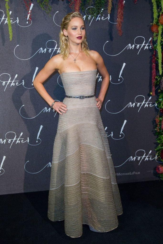 Jennifer Lawrence Sexy (36 Photos + Video)