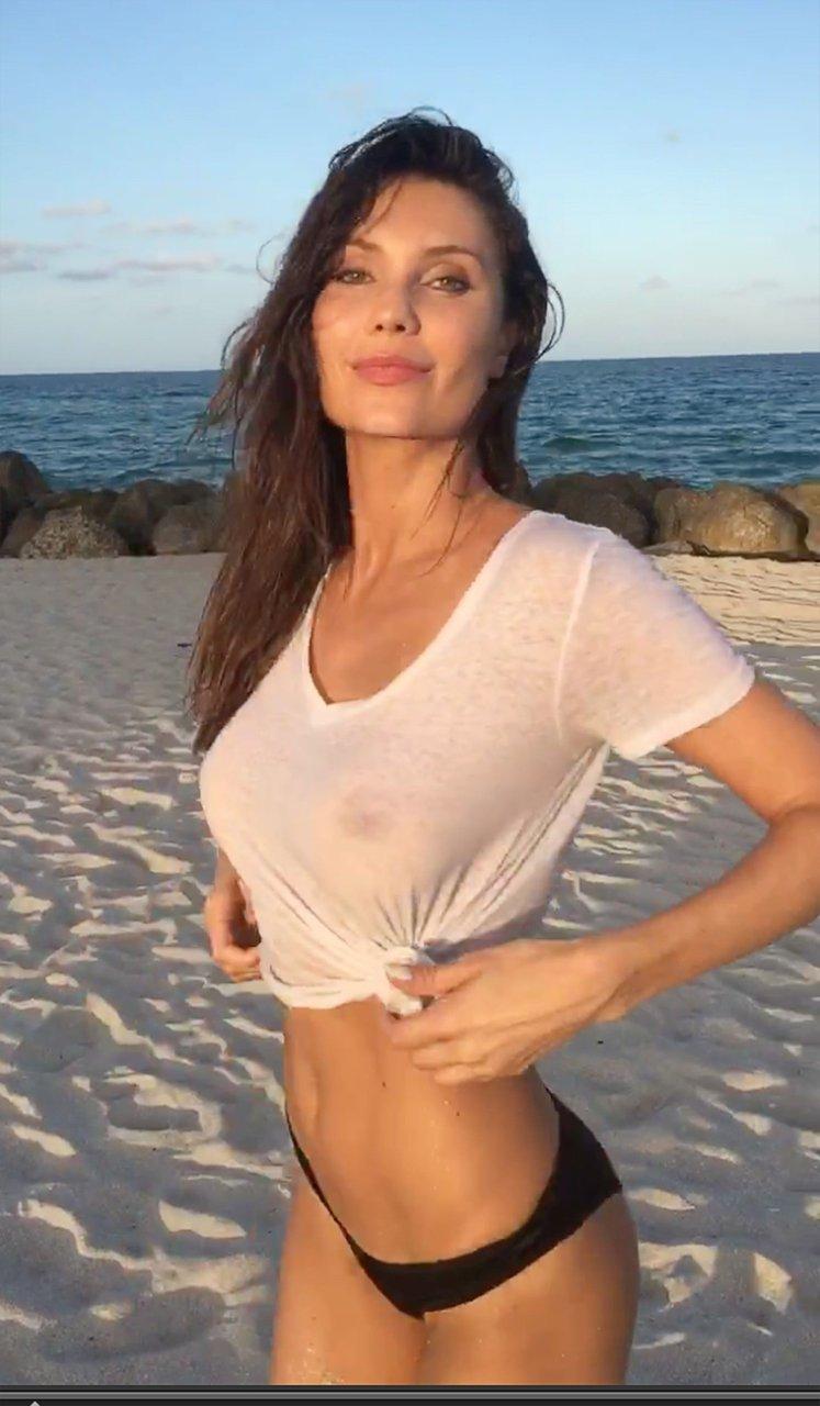 Selfie naked asian girl