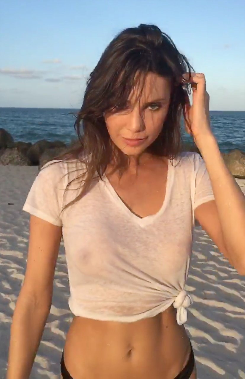 Hot Foking Woman Wet And Naked Beach