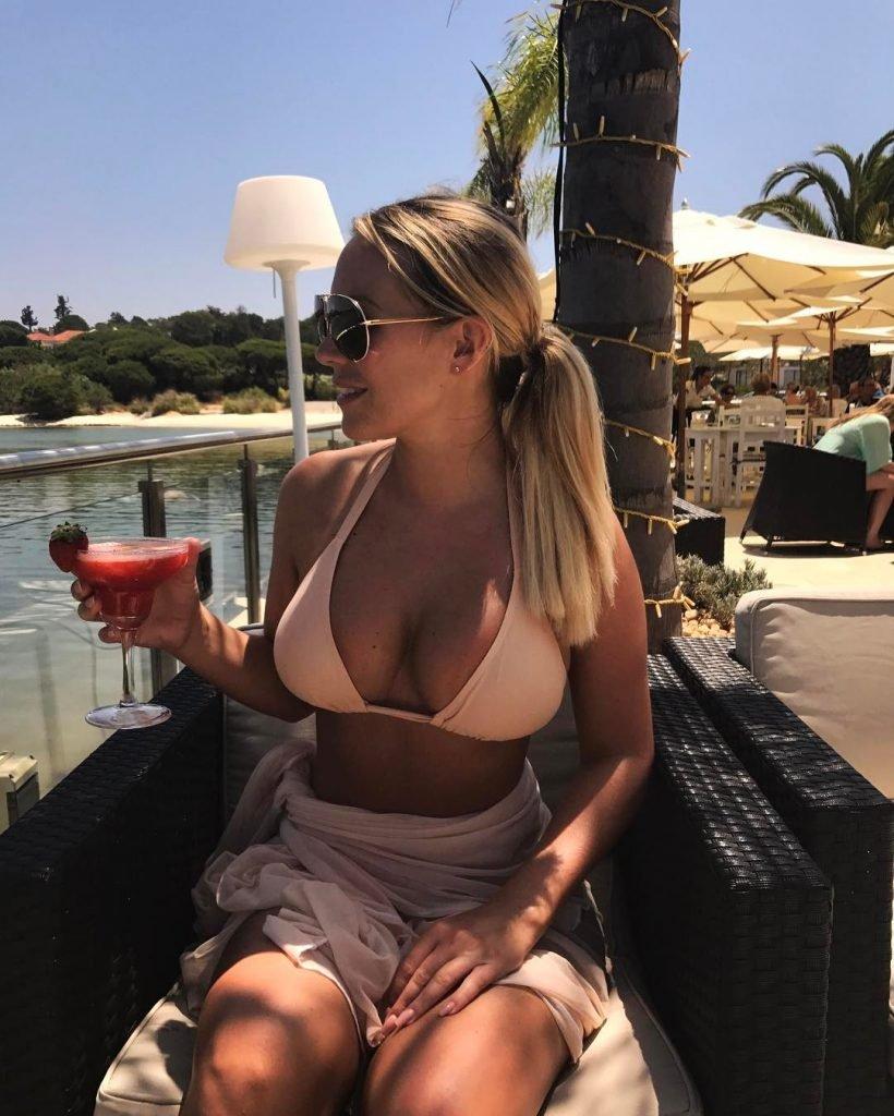 Kate Wright Sexy (15 Photos)