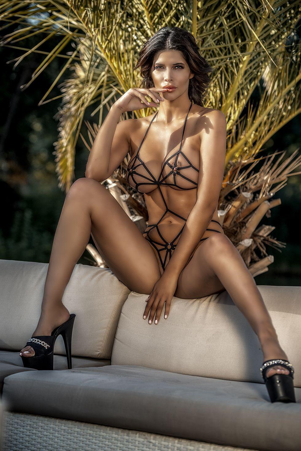 erotic nude actress
