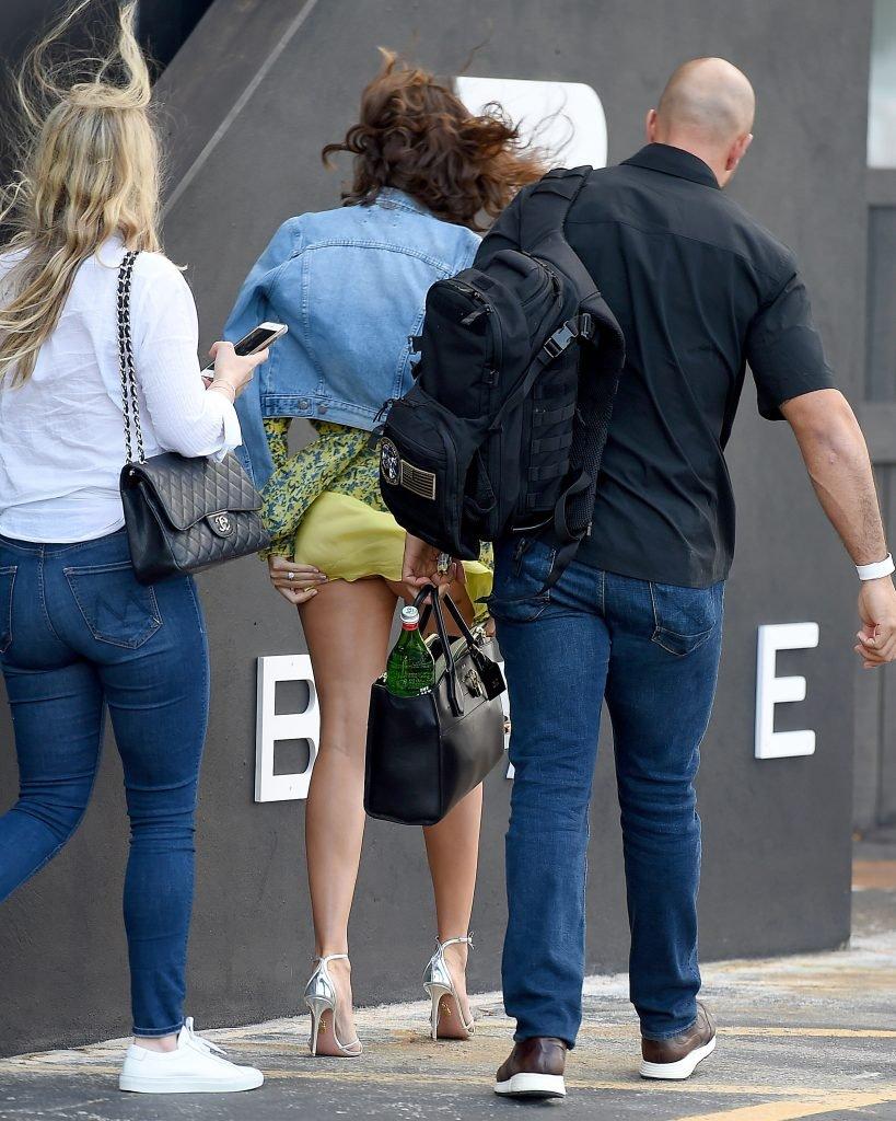 Miranda Kerr Upskirt (7 Photos)