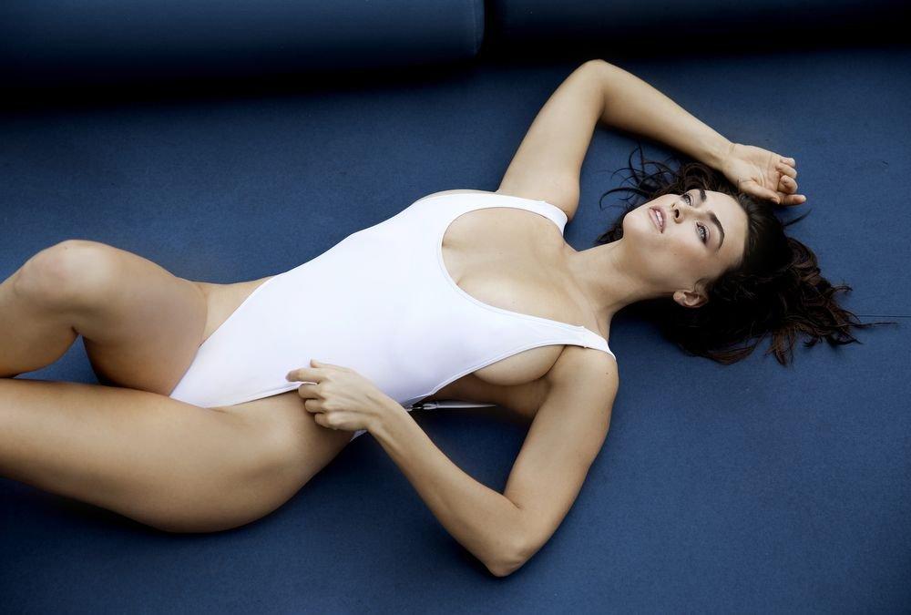 Myla Dalbesio See Through & Sexy (9 Photos)