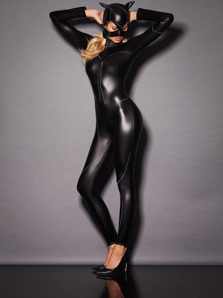 Natalie Roser Sexy (7 Photos)