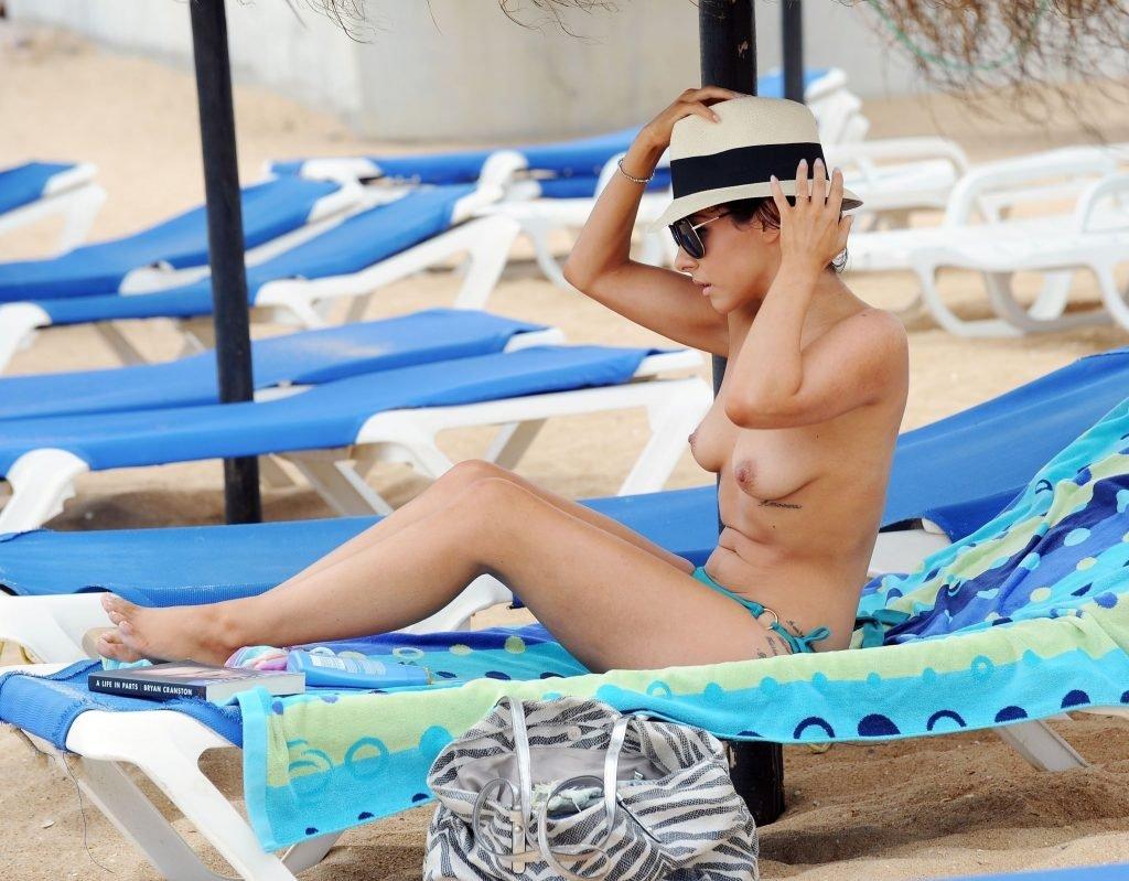 Roxanne Pallett Sexy & Topless (24 Photos)