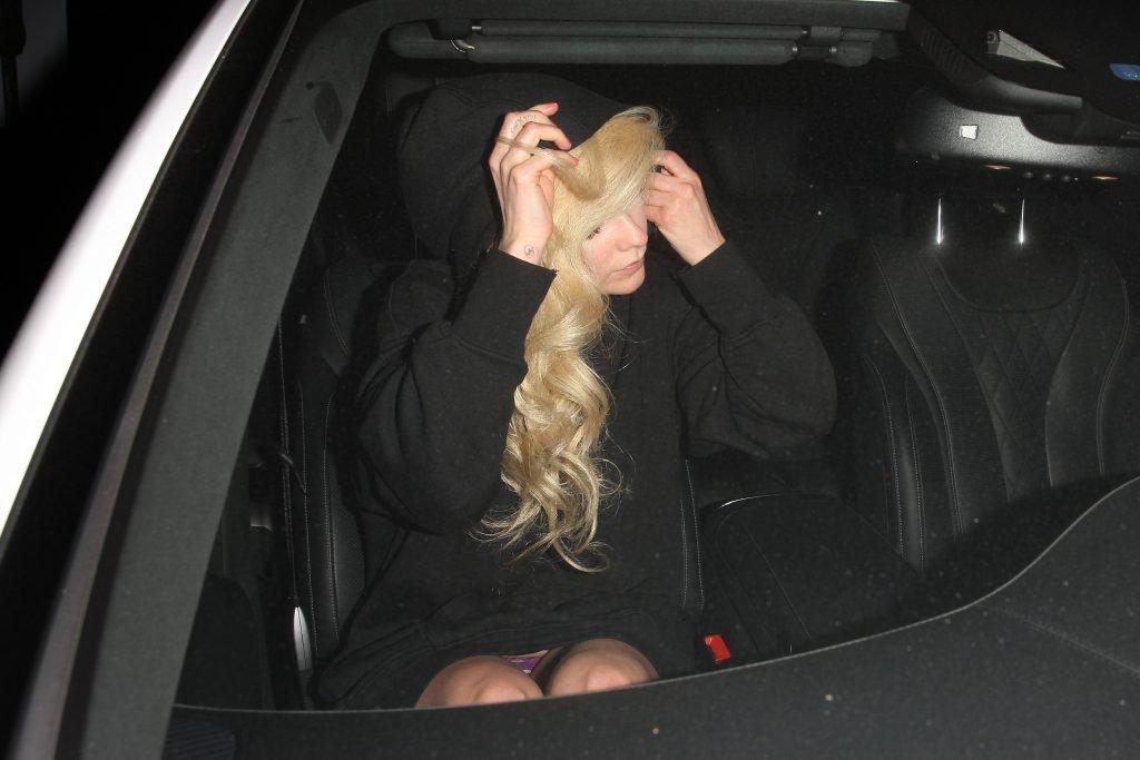 Avril Lavigne Upskirt (10 Photos)