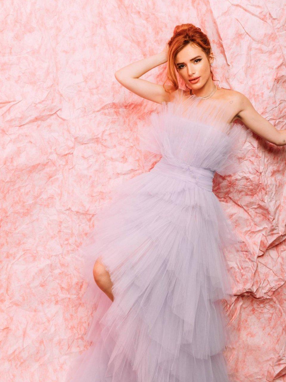 Bella Thorne hot Nude Photos 11