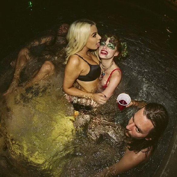 Bella Thorne & Tana Mongeau Sexy (10 Photos + Gif)