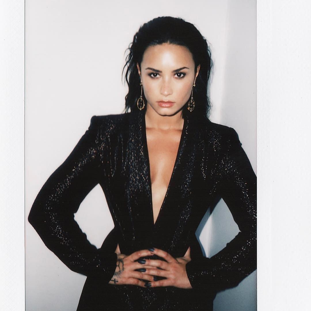 Demi Lovato Sexy (17 P...