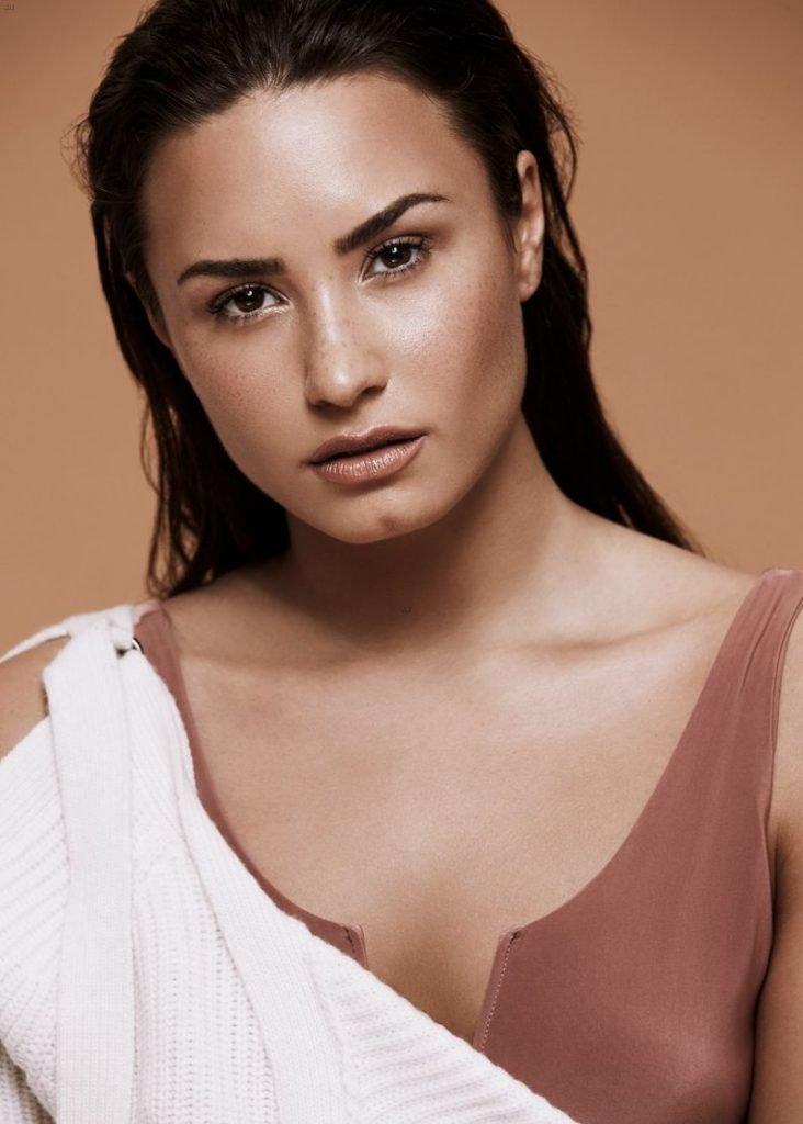 Demi Lovato Sexy (8 Photos)