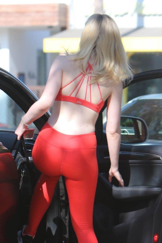 Elle Fanning Sexy (49 Photos)