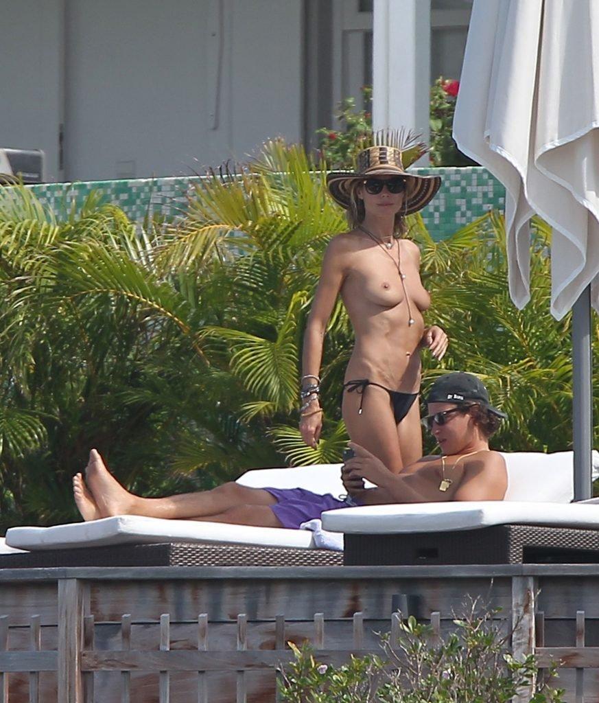 Heidi Klum Topless (8 Photos)