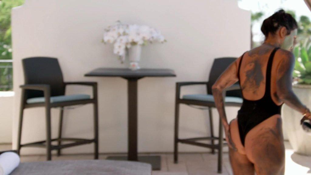 Kendall Jenner, Kourtney Kardashian Sexy – Keeping Up with the Kardashians (2017) s14e04 – 1080p