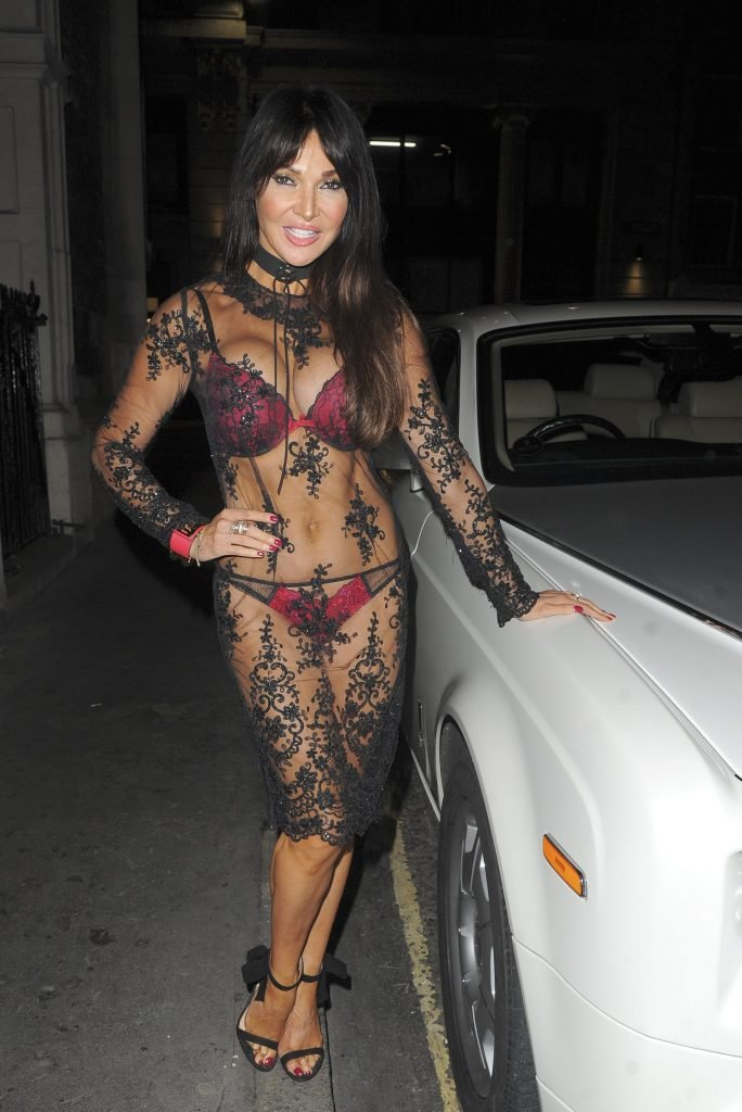 Lizzie Cundy Sexy (22 Photos)