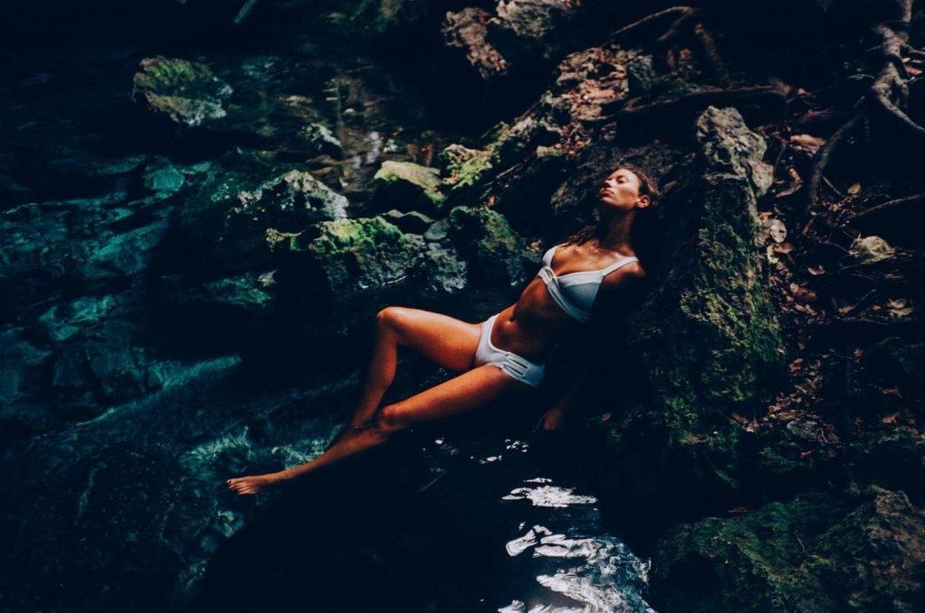 Maya Singer Sexy & Topless (14 Photos)