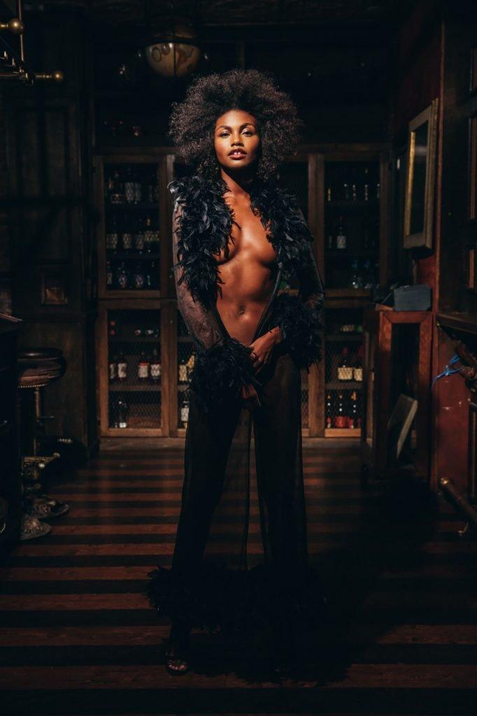 Milan Dixon Nude & Sexy (22 Photos)