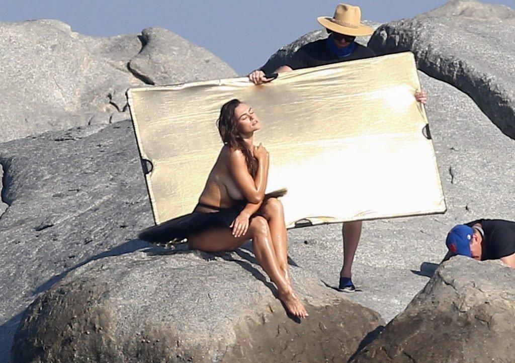 Myla Dalbesio Topless (35 Photos)